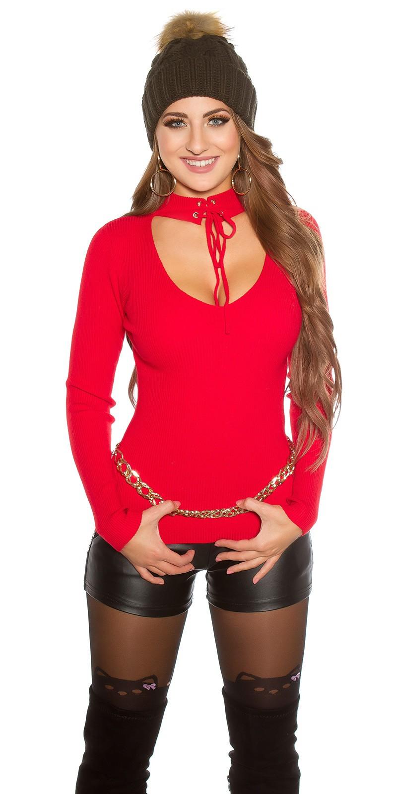 Červený pulovr s chokerem