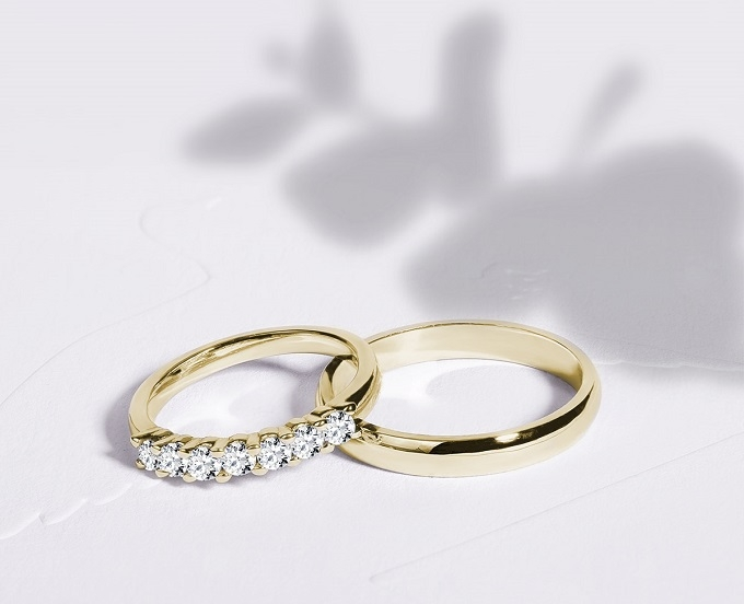 Wedding rings KLENOTA - yellow gold and diamonds