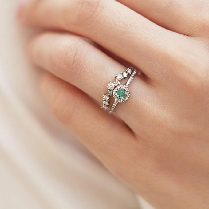 Zásnubní a snubní prsten se smaragdem a diamanty - KLENOTA