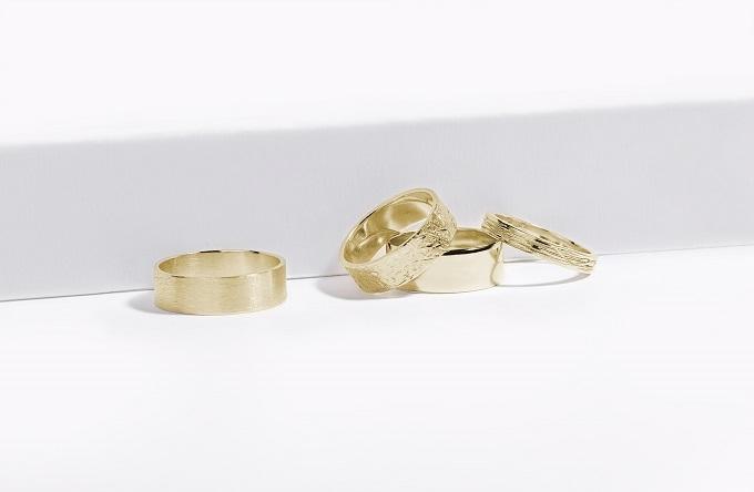 Snubní prsteny KLENOTA se speciálně upraveným povrchem