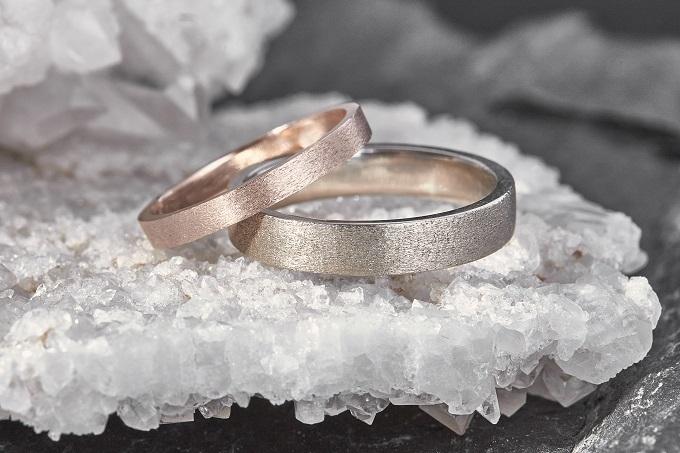 Snubní prsteny z růžového a bílého zlata KLENOTA