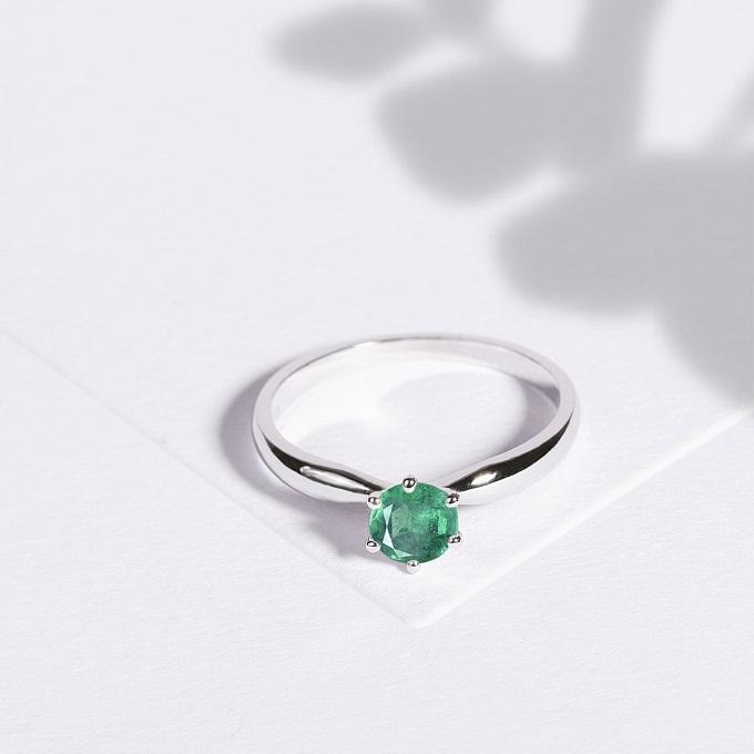 Zásnubní prsten se smaragdem KLENOTA