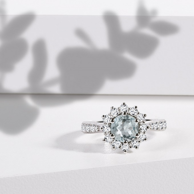 Engagement ring with aquamarine KLENOTA
