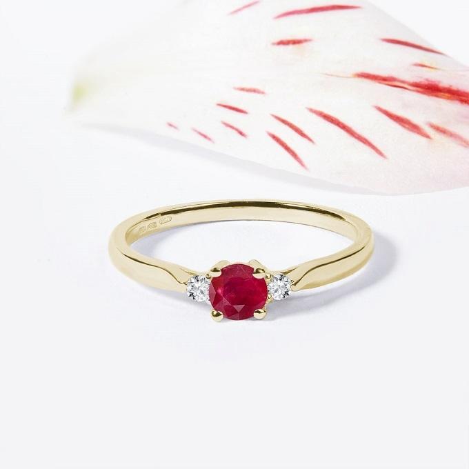 Zlatý prsten s rubínem a diamanty - KLENOTA