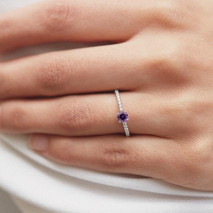 Prsten z bílého zlata s ametystem a diamanty - KLENOTA