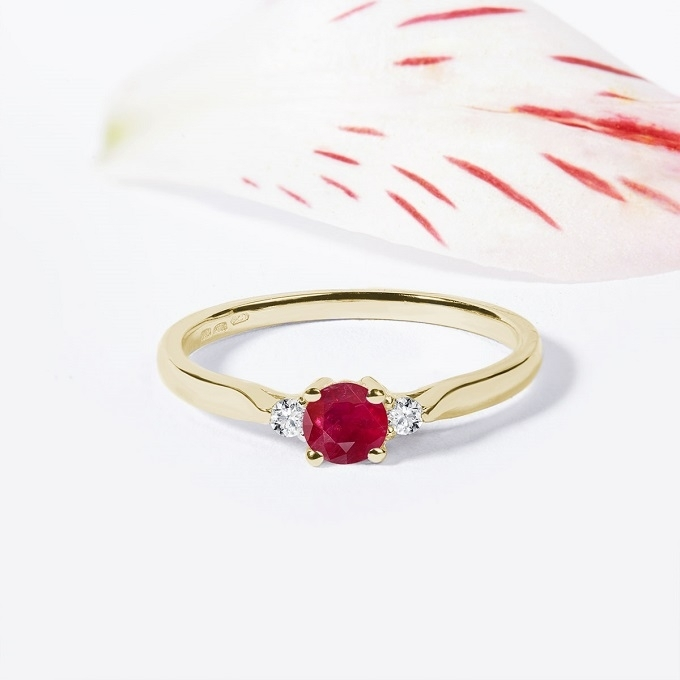 Zlatý prsteň s rubínom a diamantmi - KLENOTA