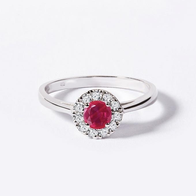 HALO prsteň s rubínom a diamantmi v bielom zlate - KLENOTA