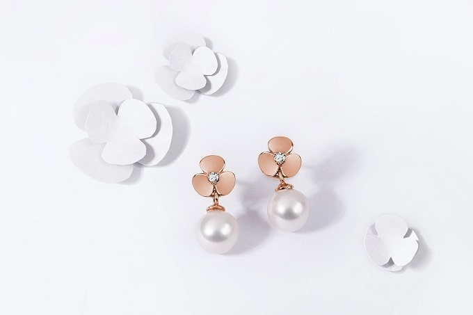 Kolczyki Yetel z koniczynkami z różowego złota z brylantami i perłami - KLENOTA