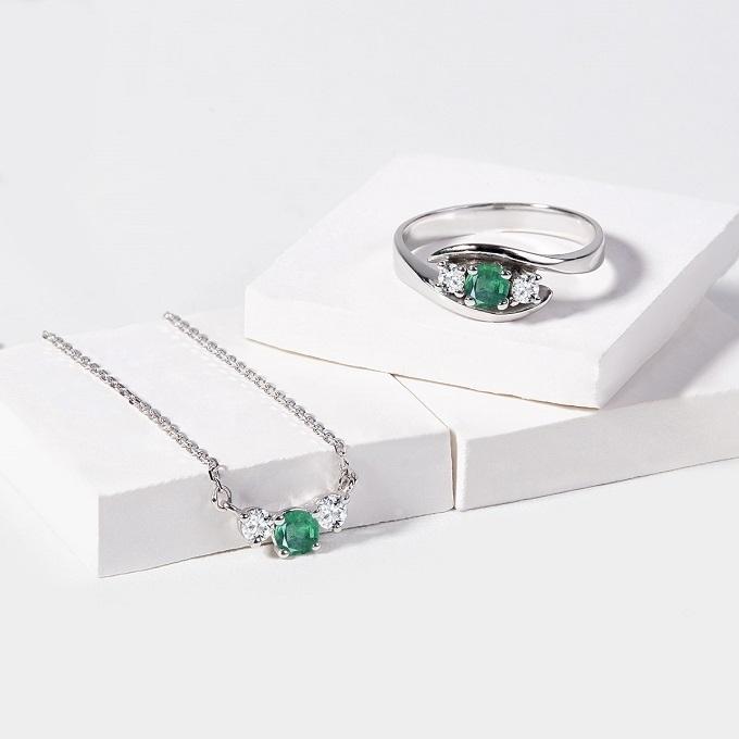 Bague et collier avec émeraude et diamants - KLENOTA