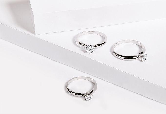 White gold engagement rings with a solitaire diamond - KLENOTA
