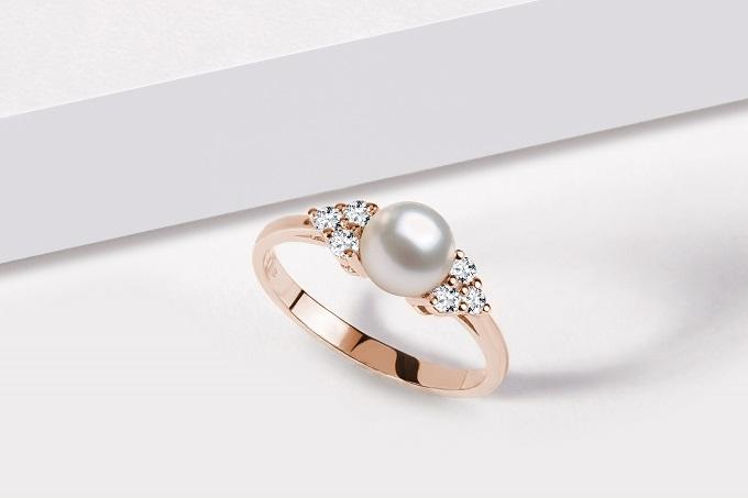 Prsten z růžového zlata s perlou a diamanty - KLENOTA