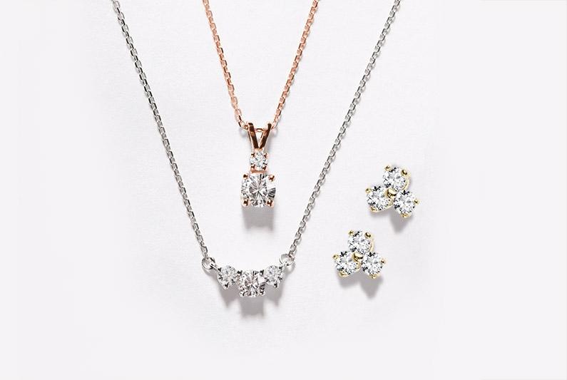 Přívěsek, náhrdelník a náušnice v bílém a růžovém zlatě s diamanty - KLENOTA