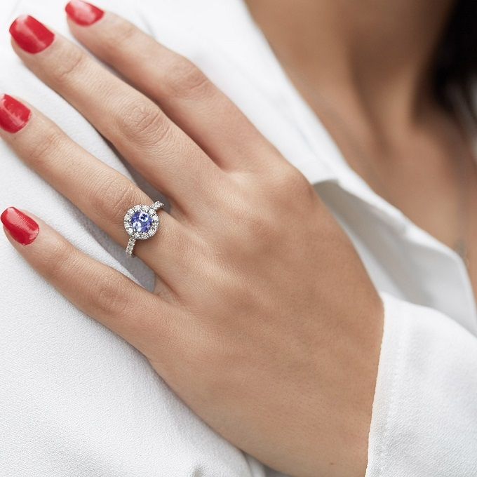 Halo prsten z bílého zlata s tanzanitem a diamanty - KLENOTA