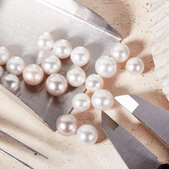 Bílé perly Akoya a sladkovodní - KLENOTA