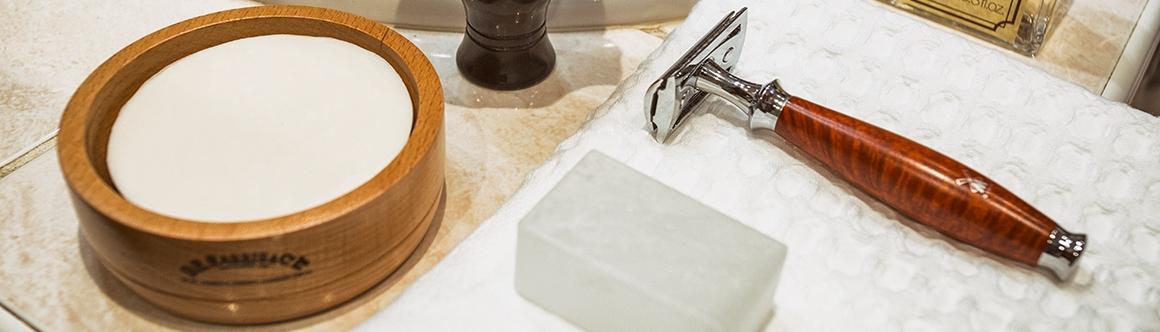A klasszikus cserélhető pengéjű biztonsági borotvák közül a nyílt- illetve  zártfejű modellekből válogathat. A nyitott fejű ideális a hosszabb szakáll  ... 016a1e24e4