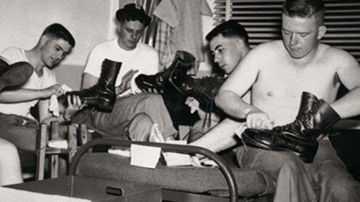 Eastpak původně vyráběl odolné batohy pro americkou armádu