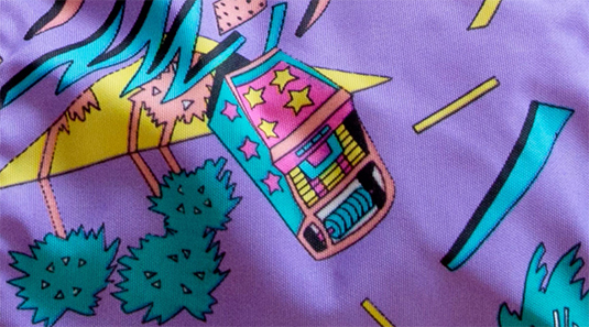 Zářivé barevné potisky na batohy Eastpak