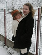 nošení miminek v šátku v zimě
