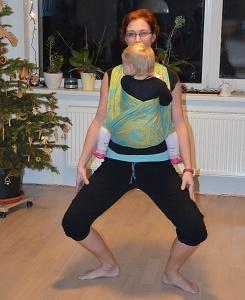 cvičení s dětmiv nosítku a šátku