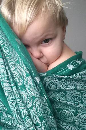nemocné miminko v šátku