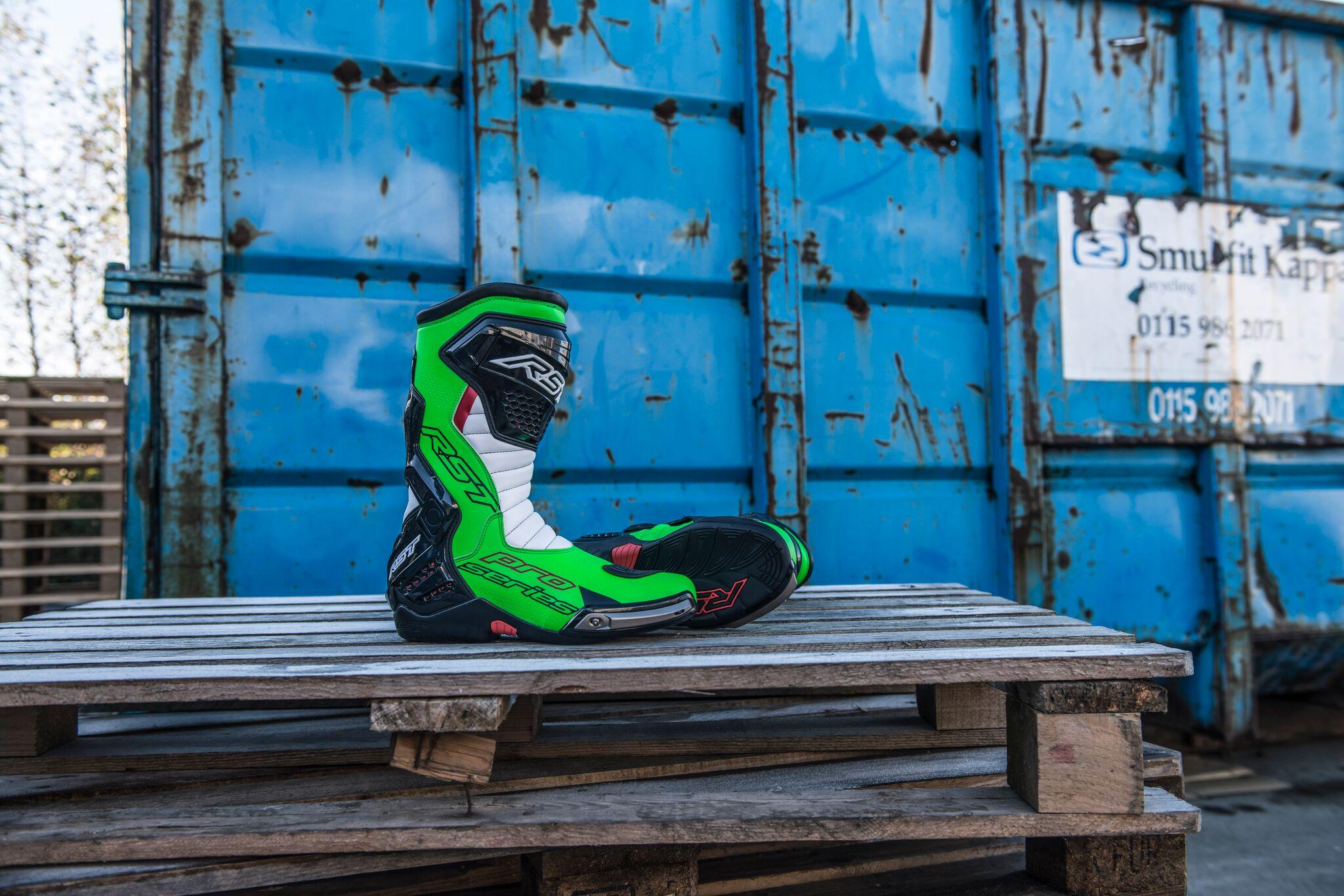 Sportovní boty na motorku