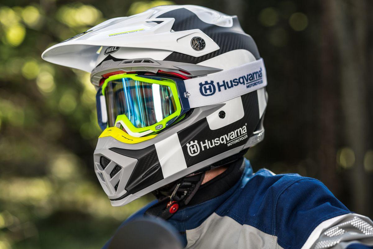 Offroadová Helma Husqvarna Moto 9 Flex Railed carbon white