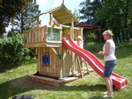 Jungle Chalet s Balcony module a Playhouse modulem ve spodní části