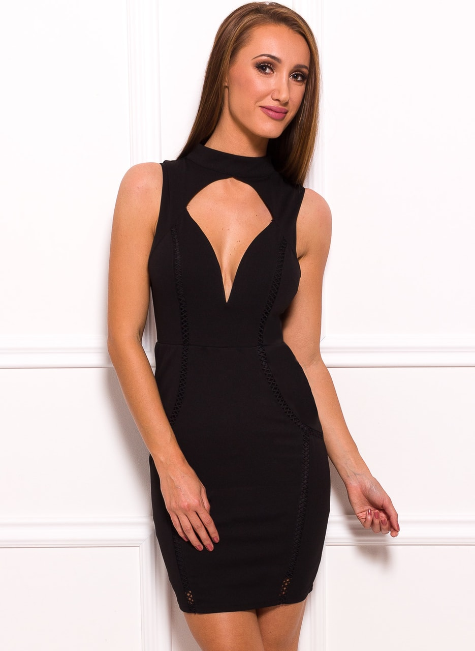 fdc2330f2733 Dámské černé šaty se stojacím límečkem a průstřihem - Due Linee ...