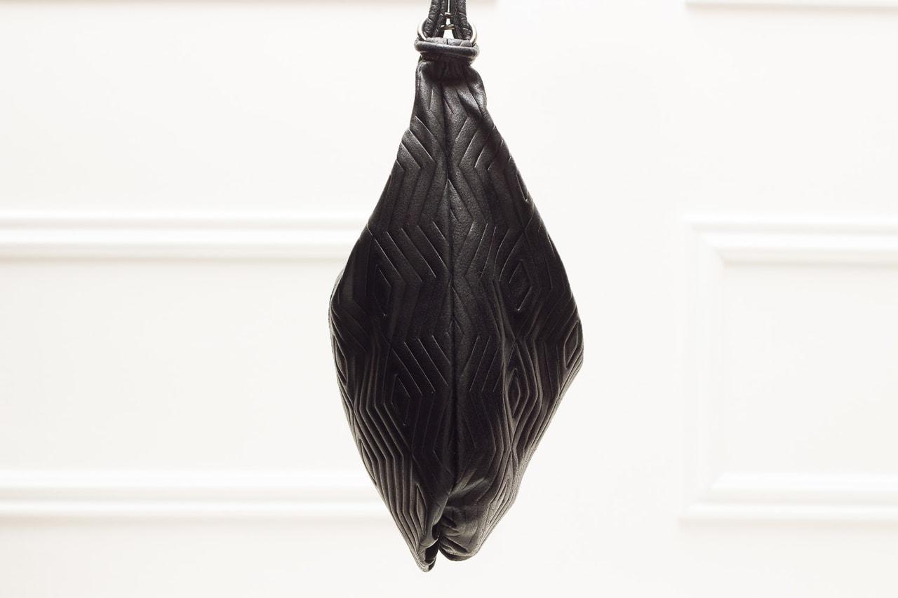 e1d0d04c27 Glamadise.sk - Dámska kožená kabelka cez rameno s kruzky s motívom ...