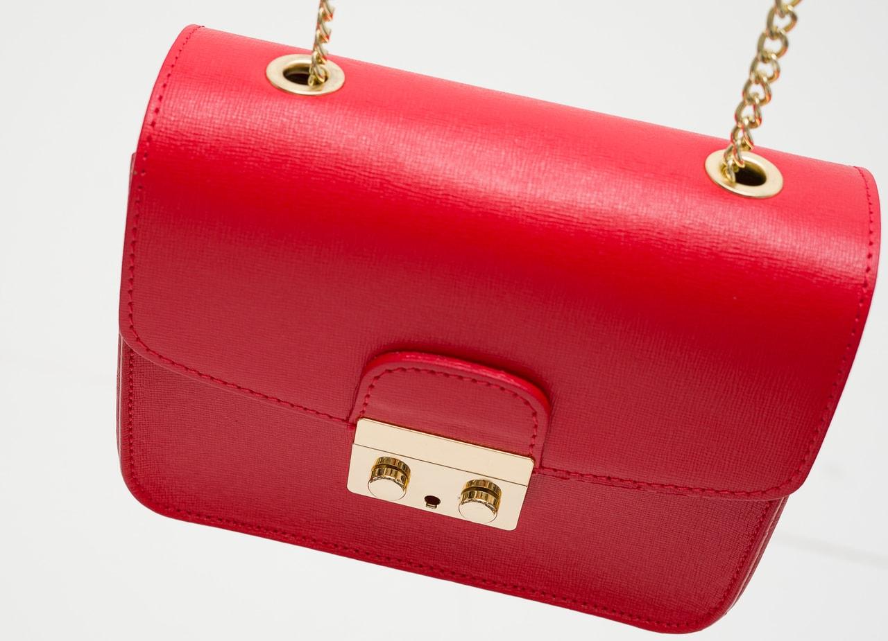 0eb7ce8a2609 Dámská kožená crossbody kabelka ražená - červená - Glamorous by GLAM ...