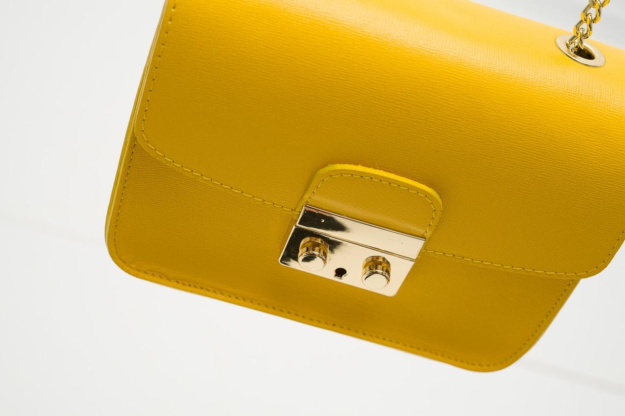 d26e51f40b Glamadise.sk - Dámska kožená crossbody kabelka razená - žltá ...