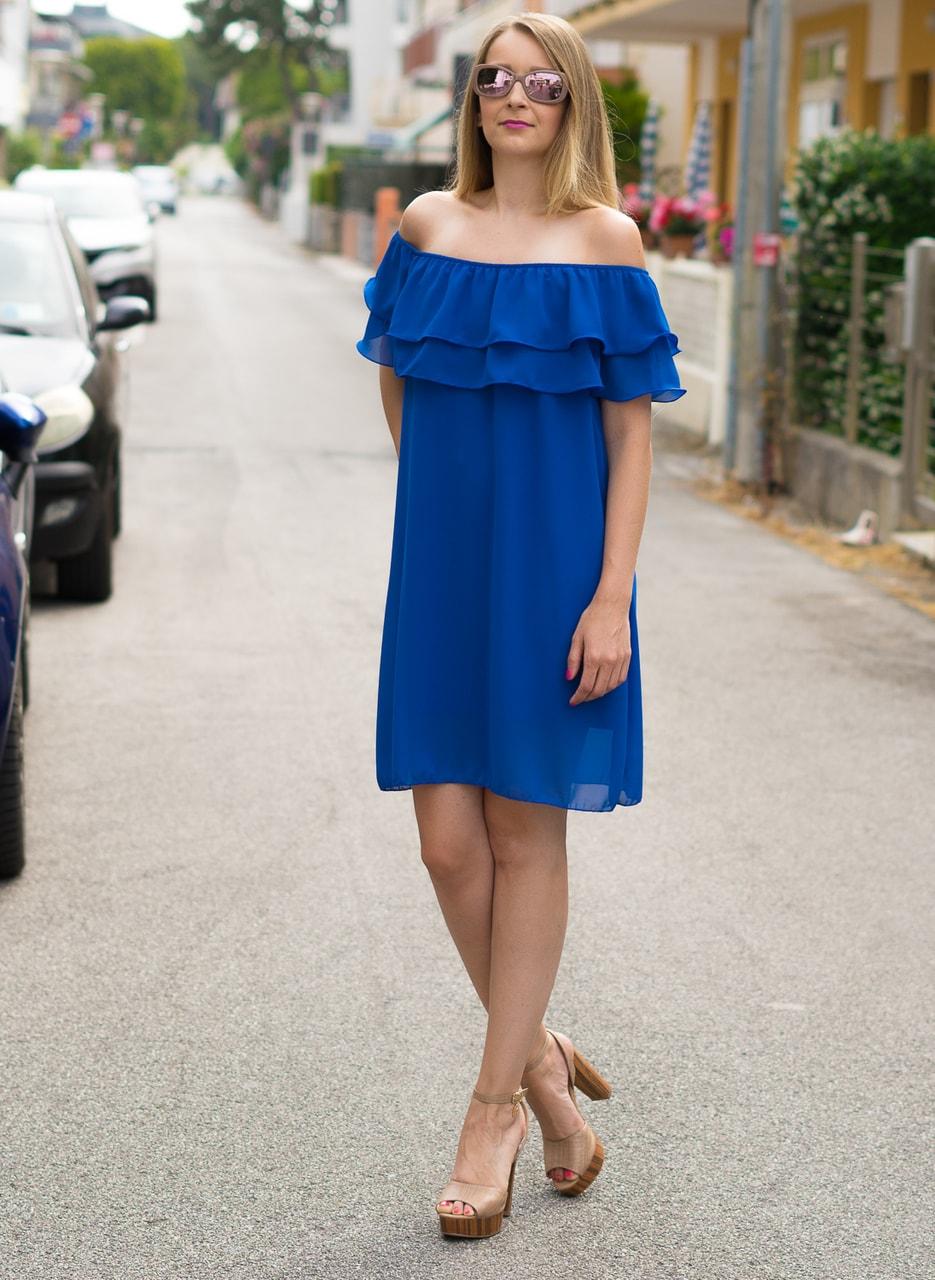 84fd847890a1 Glamadise.sk - Dámske letné šaty s volánom kráľovsky modrej ...