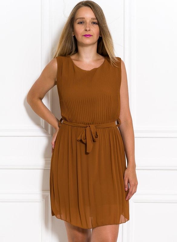 aaf0bf222780 Glamadise.sk - Šifónové letné šaty okrovej plisované - Glamorous by ...