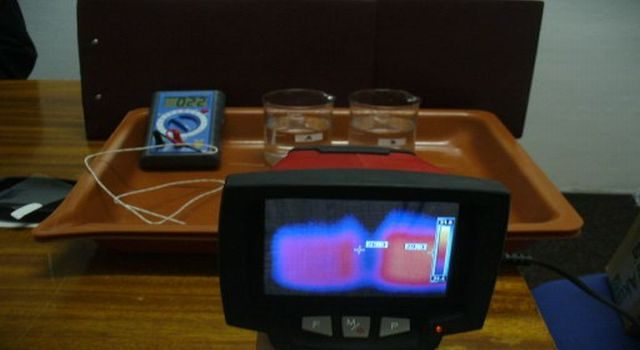 měření teploty digitálním teploměrem a termokamerou