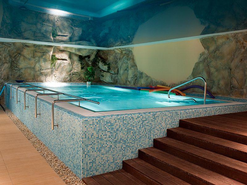 ilustrační foto bazénu v interiéru