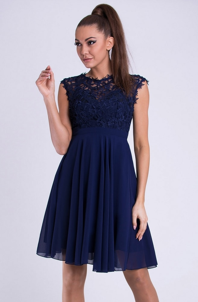 4599b4a1cdc5 Emamoda Krátké společenské šaty s krajkovým vrškem modré - L