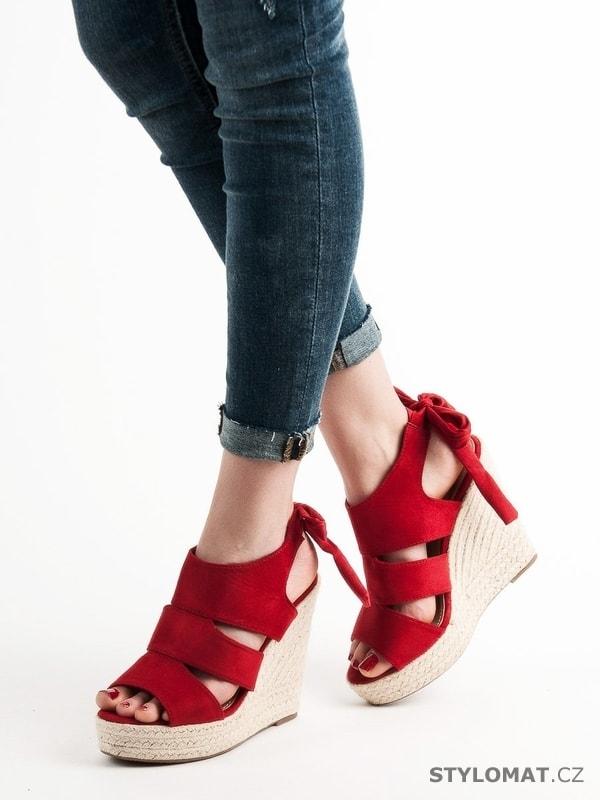440fbee0adf8 Červené sandálky na klínu - CM PARIS - Sandále