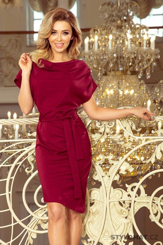 e90cfaf4fbec Šaty s asymetrickou sukní a páskem bordó - Numoco - Elegantní a business  šaty