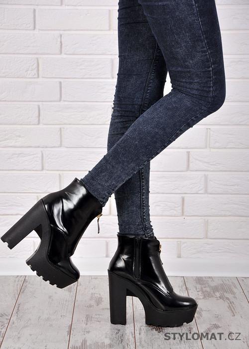 864ba363df Černé boty na vysoké platformě - KOI - Kotníčkové boty