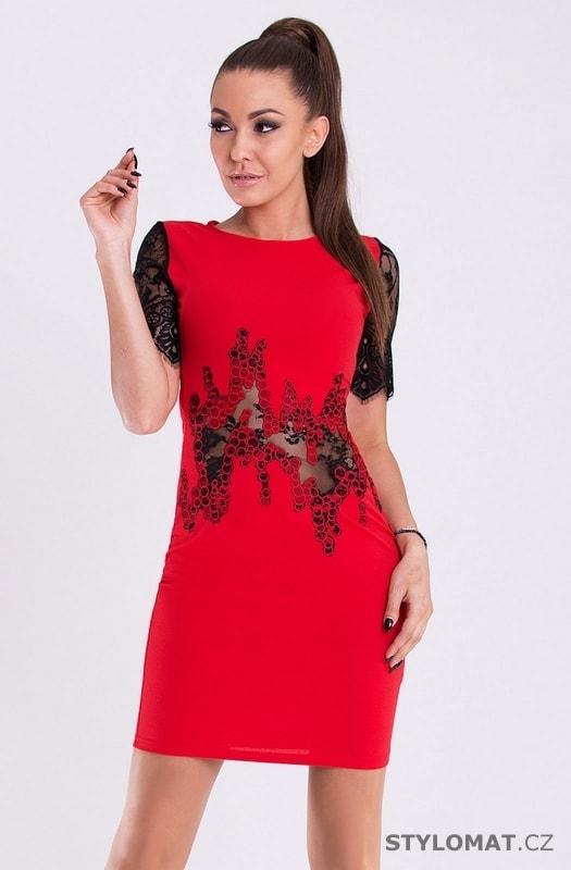 6a94712fdcac Dámské červené šaty s krajkovým zdobením - Emamoda - Party a koktejlové šaty
