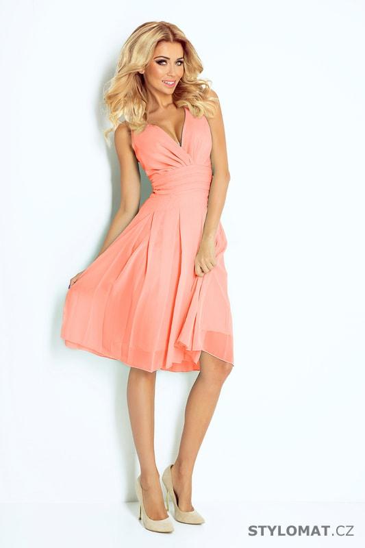 20c598f9cc95 ... Krátké společenské šaty    Šifónové šaty broskvové. Previous  Next