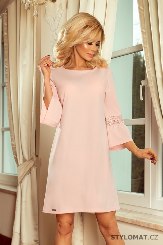 e8de23117498 Šaty s krajkou na rukávech pastelově růžové - Numoco - Krátké letní šaty