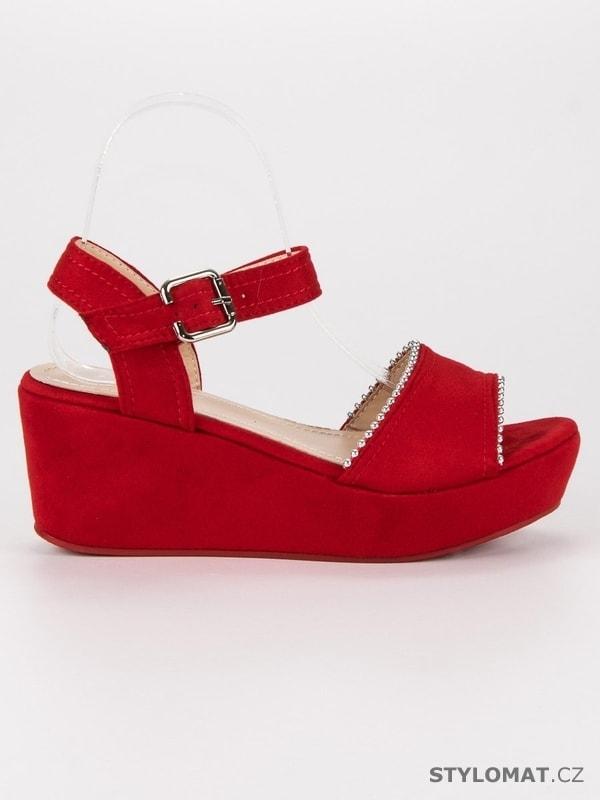 8f8582af4bd5 Semišové sandály na klínu červené - SUPER MODE - Sandále