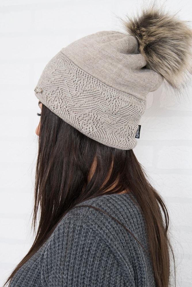 1a07f9ed6 Dámska čiapka s brmbolcom - Kesi - Dámske čiapky - vasa-moda.sk