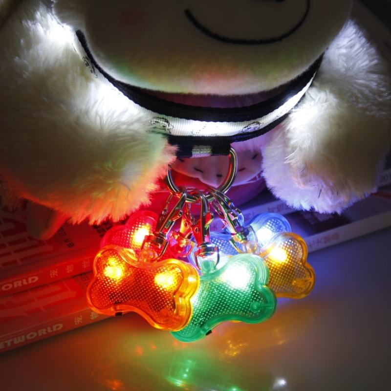 Reedog svítící přívěšek pro psy a kočky - kost - zelená