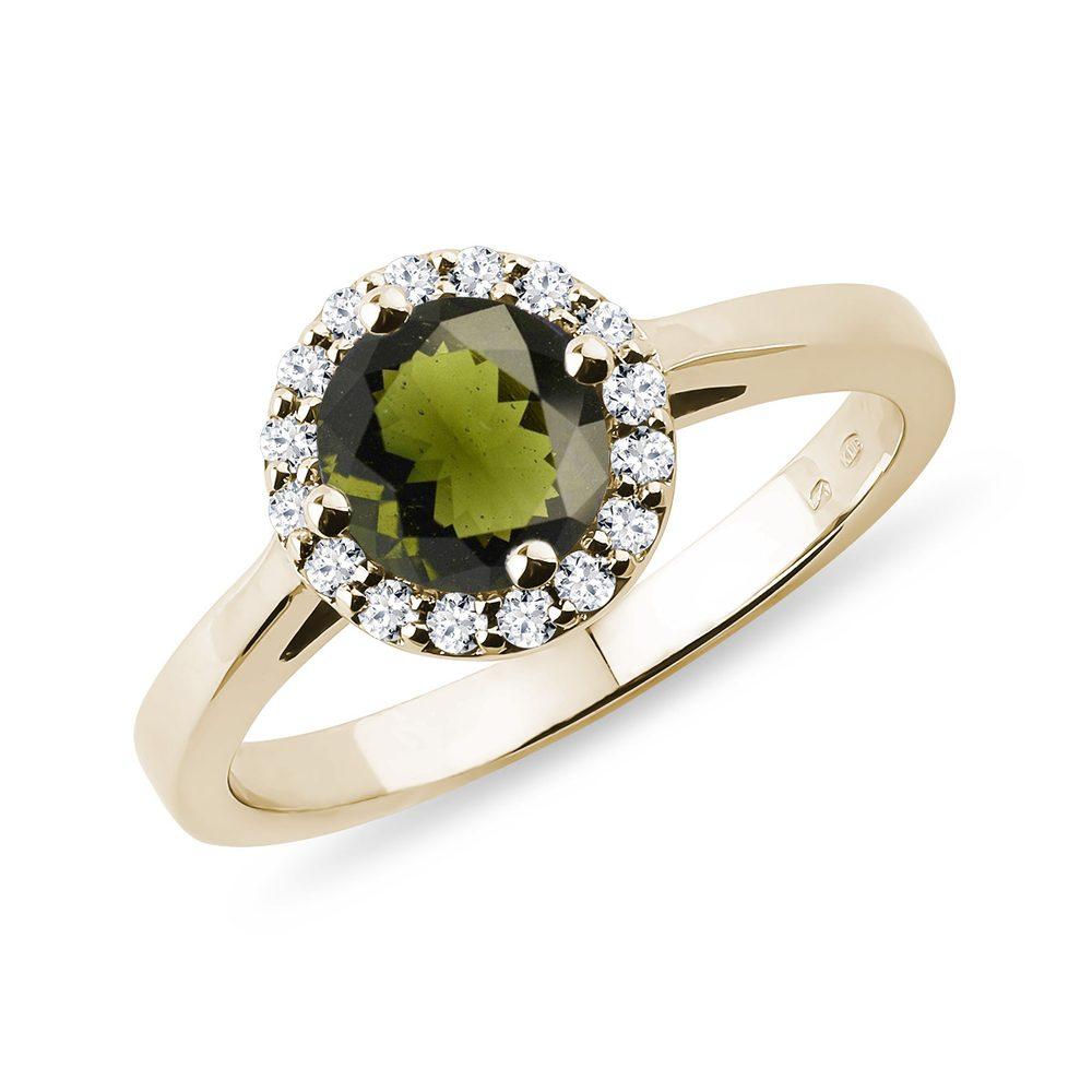 E-shop Prsten ze žlutého zlata s vltavínem a diamanty
