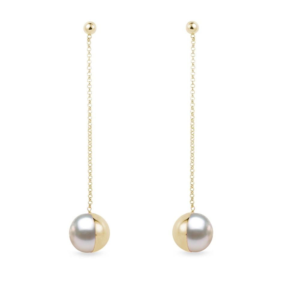 Dlouhé visací zlaté náušnice s perlou Akoya KLENOTA