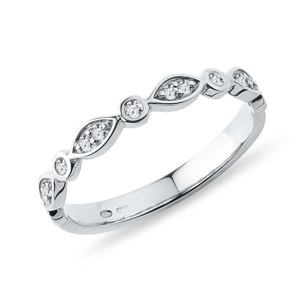Něžný prsten s brilianty v bílém zlatě KLENOTA