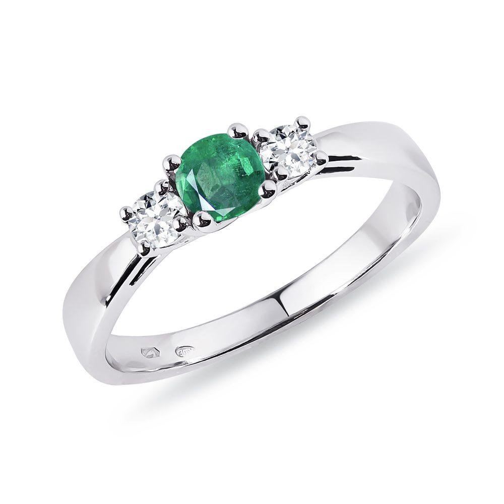 Smaragdový prsten s diamanty v bílém zlatě KLENOTA