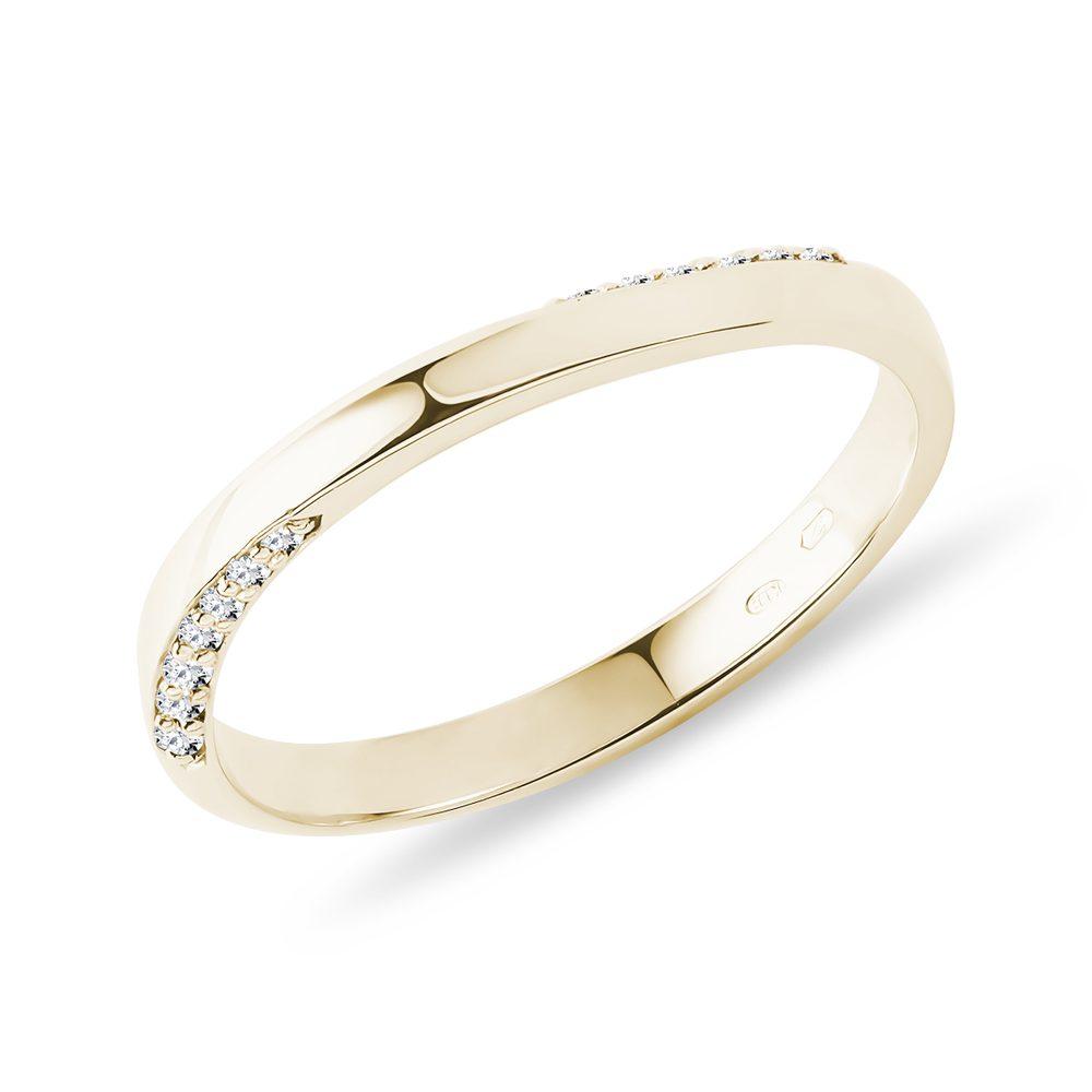 E-shop Snubní prsten s diamanty ve zlatě